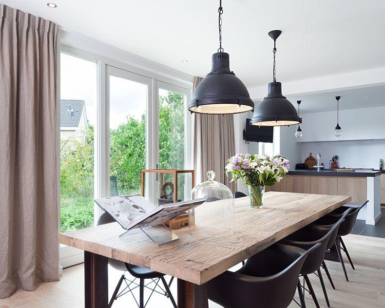 Een landelijk interieur ziet er met de juiste mix van materialen en ...