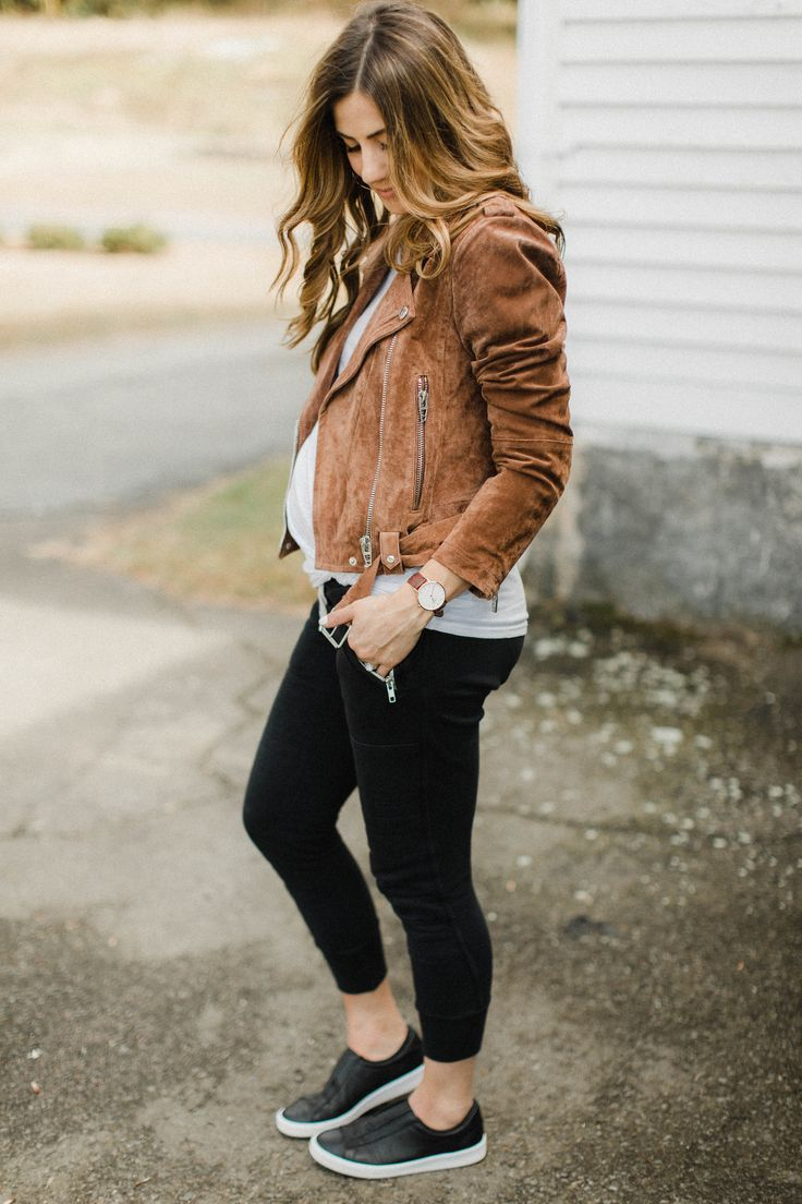 How to Style Jogger Pants for Fall – Lauren McBride – Stylizacje ciążowe