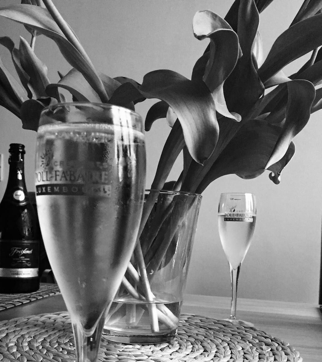 Life is a beautiful mystery #sparklingtuesday #blackandwhite #crémants #babbles #photoshoot #howdoyouseethings by osavenko