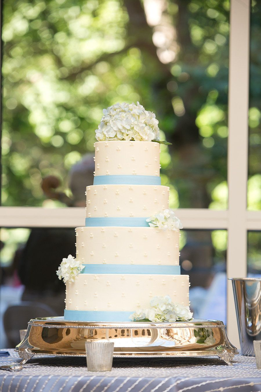 Gorgeous wedding...thank you for choosing Gabriel's Desserts for your wedding cake!  Photography: Drew Newman Photography - drewnewman.us  Read More: http://www.stylemepretty.com/2013/08/16/fernbank-museum-of-natural-history-wedding-from-drew-newman-photography/