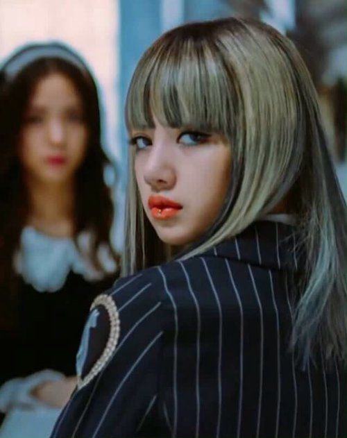 The lovely Lisa of BlackPink. My bias!