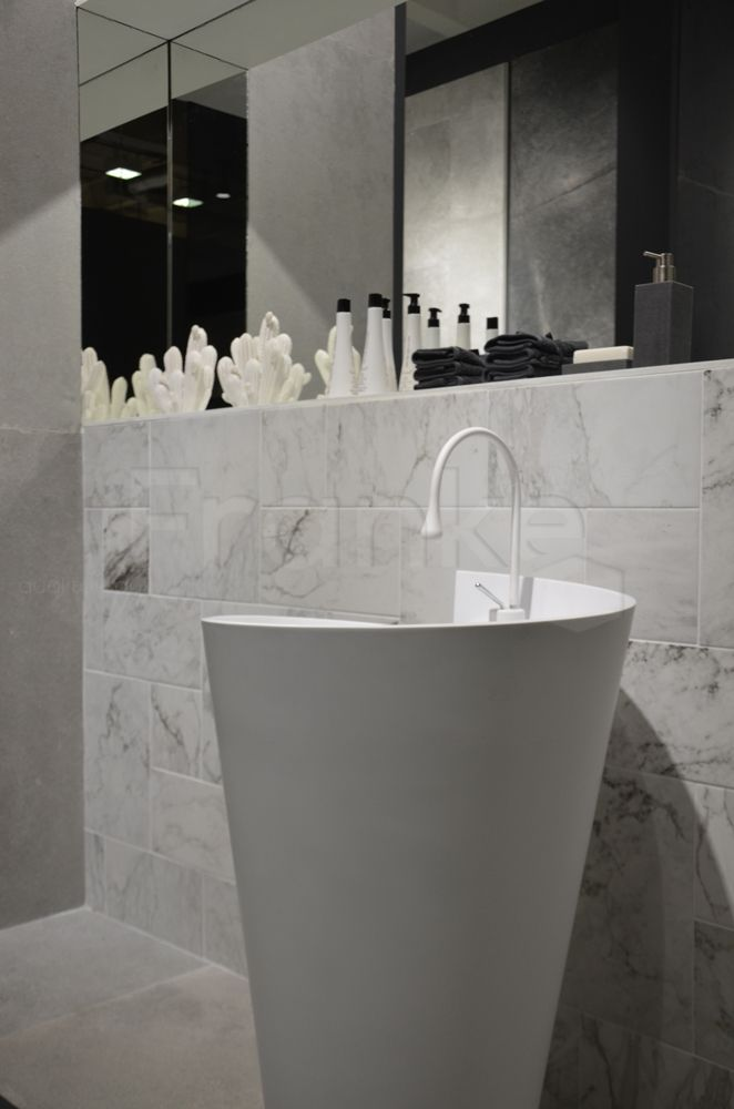 Seltener Marmor verschönert den Raum mit einem eleganten, edlen - schwarz wei fliesen bad