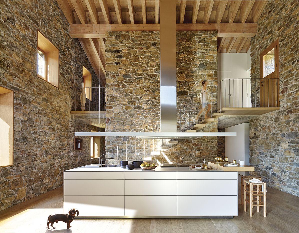 El mobiliario integral de la cocina pertenece al programa b3, de ...