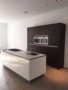 Afbeeldingsresultaat voor wit kookeiland zwart blad keukens pinterest kitchens room and house - Kookeiland tafel ...