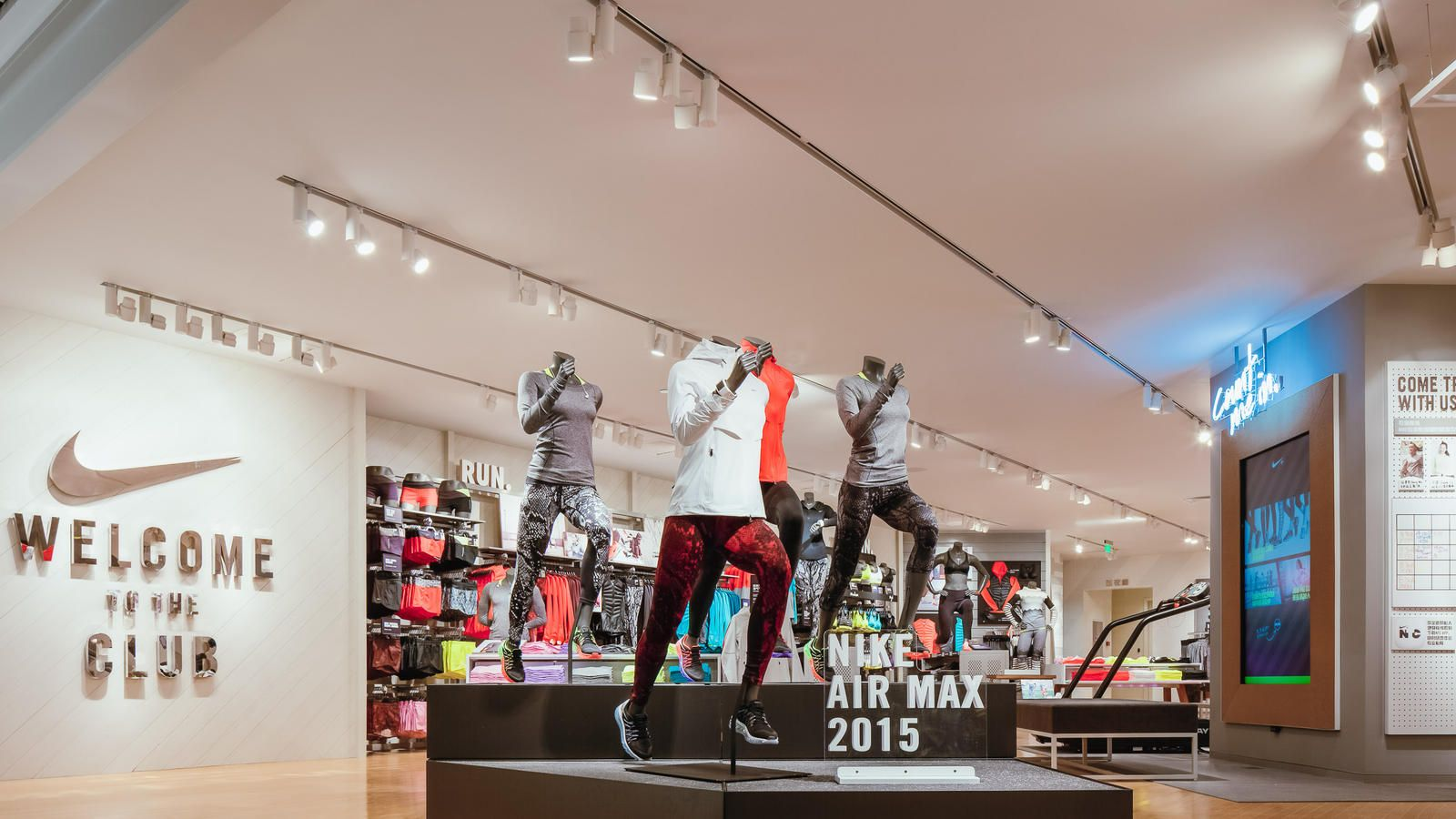 Nike Women'sonly Store with Premium Onsite Sports