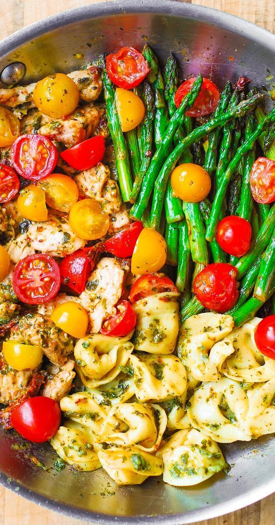 One-Pan Pesto Chicken, Tortellini, and Veggies, Asparagus, Tomatoes - #and #asparagus #chicken #One-Pan #Pesto #Tomatoes #Tortellini #Veggies