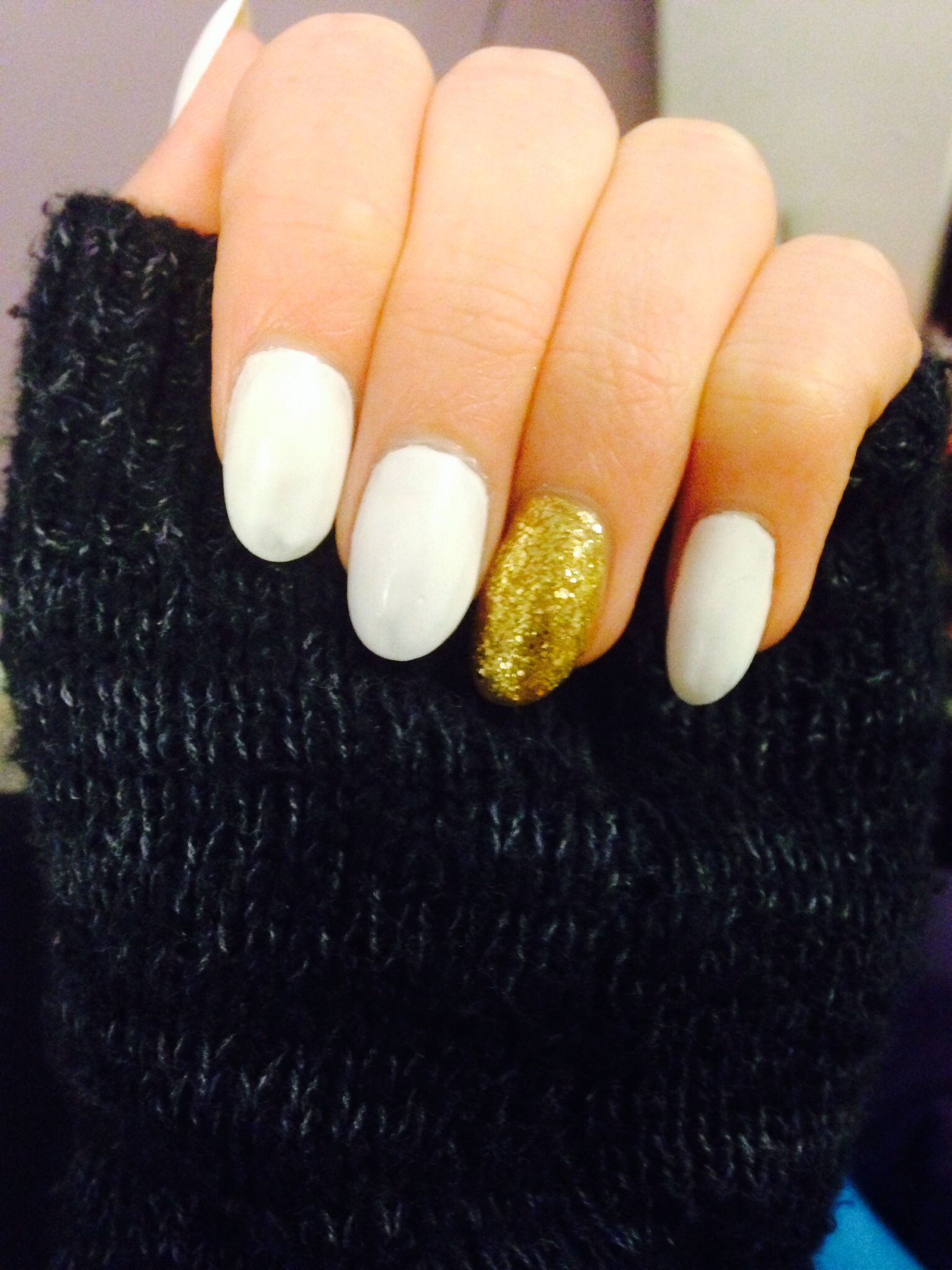 Almond shaped acrylic nails gold and white | Nails | Pinterest