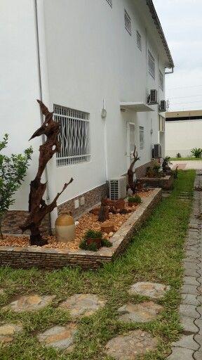Idées pour le jardin. Gravillons et racines de mangrove