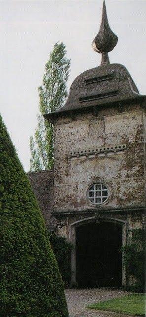 Décor de Provence: Chateauesque....