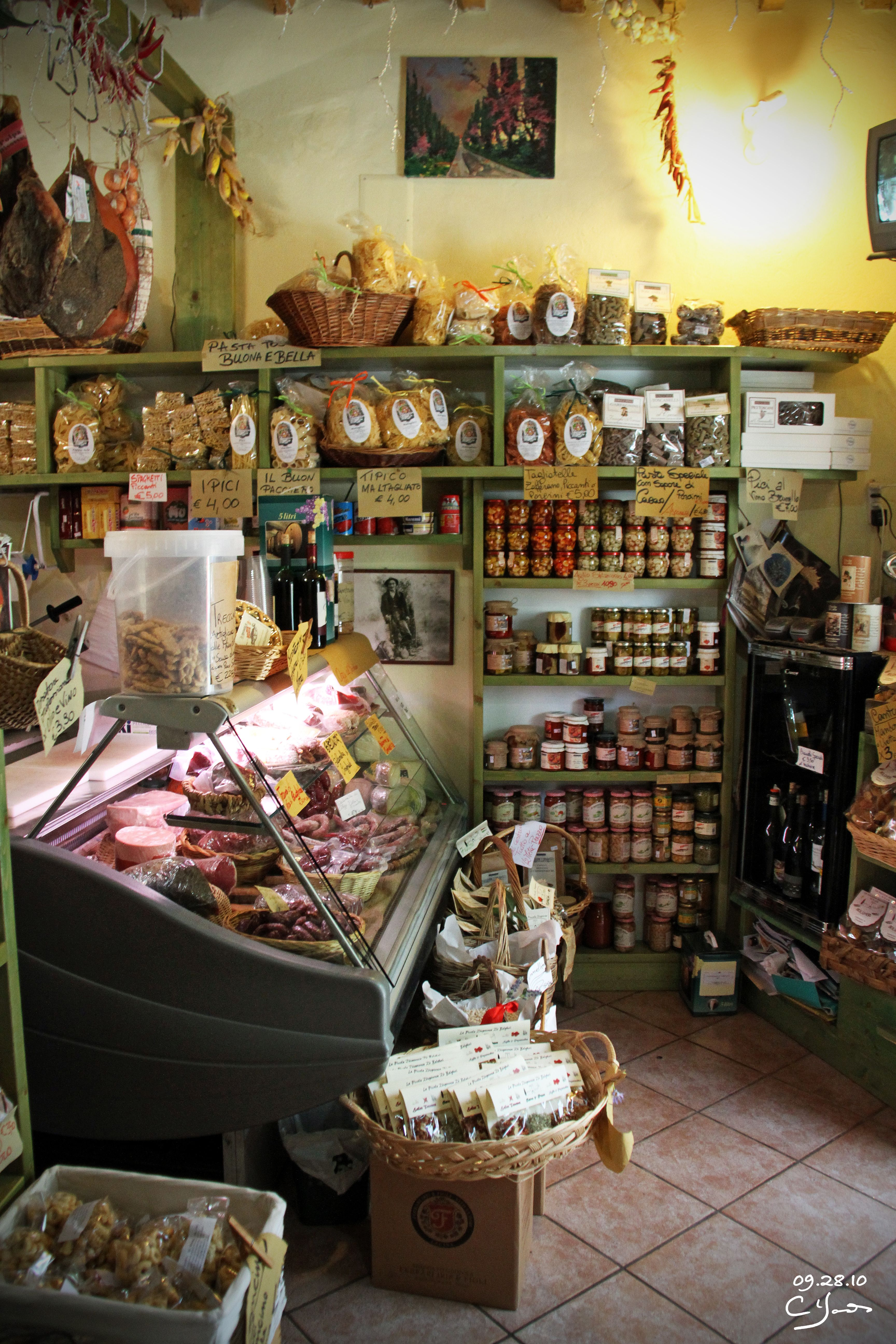 huge selection of 0d52e 1316c Small Market in the Village of Bolgheri, Italy ...