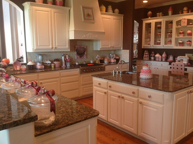 Cupcake Kitchen In Brown And Pink! Iu0027m Always Afraid My Cupcake Kitchen  Will Look Tacky! When We Get Our House I Want Out Kitchen Classy Like This  One!