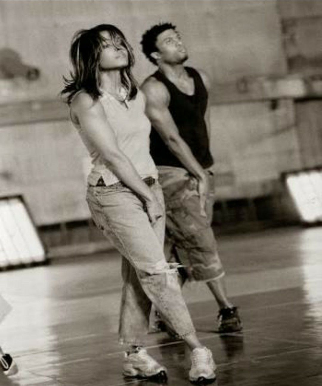 Janet Jackson shows off post-baby figure in concert