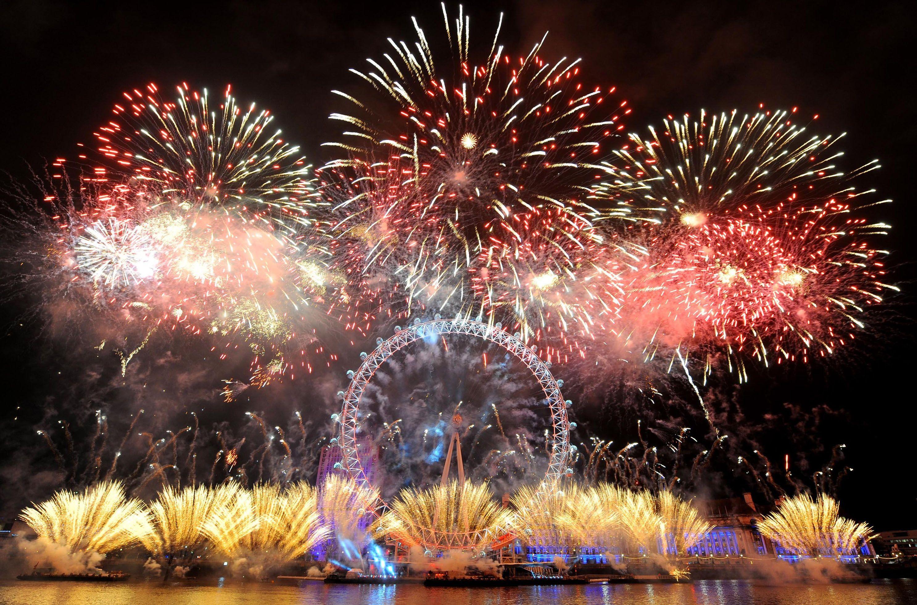 Amateur photos brisbane new years fireworks