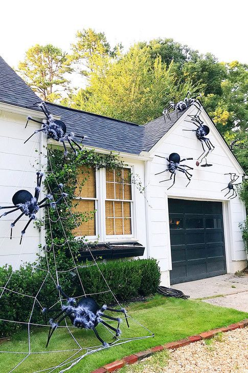 Decorate The Front Of Your House Diy Ideas For Embracing Fall At Home This Year Mabel Halloween Diy Outdoor Halloween House Decoration Halloween Outside