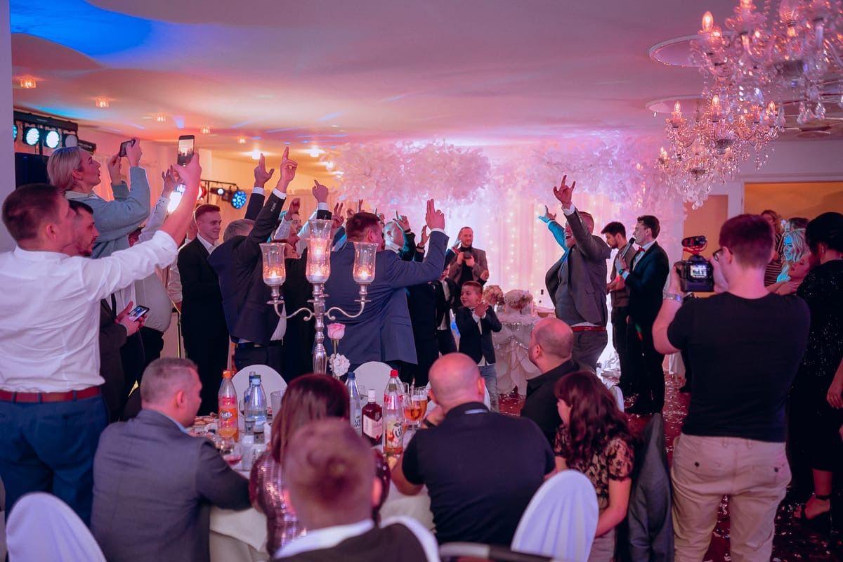 Moderne Hochzeitmoderation Dance Battle Russische Hochzeit Hochzeit Hochzeit Brauche