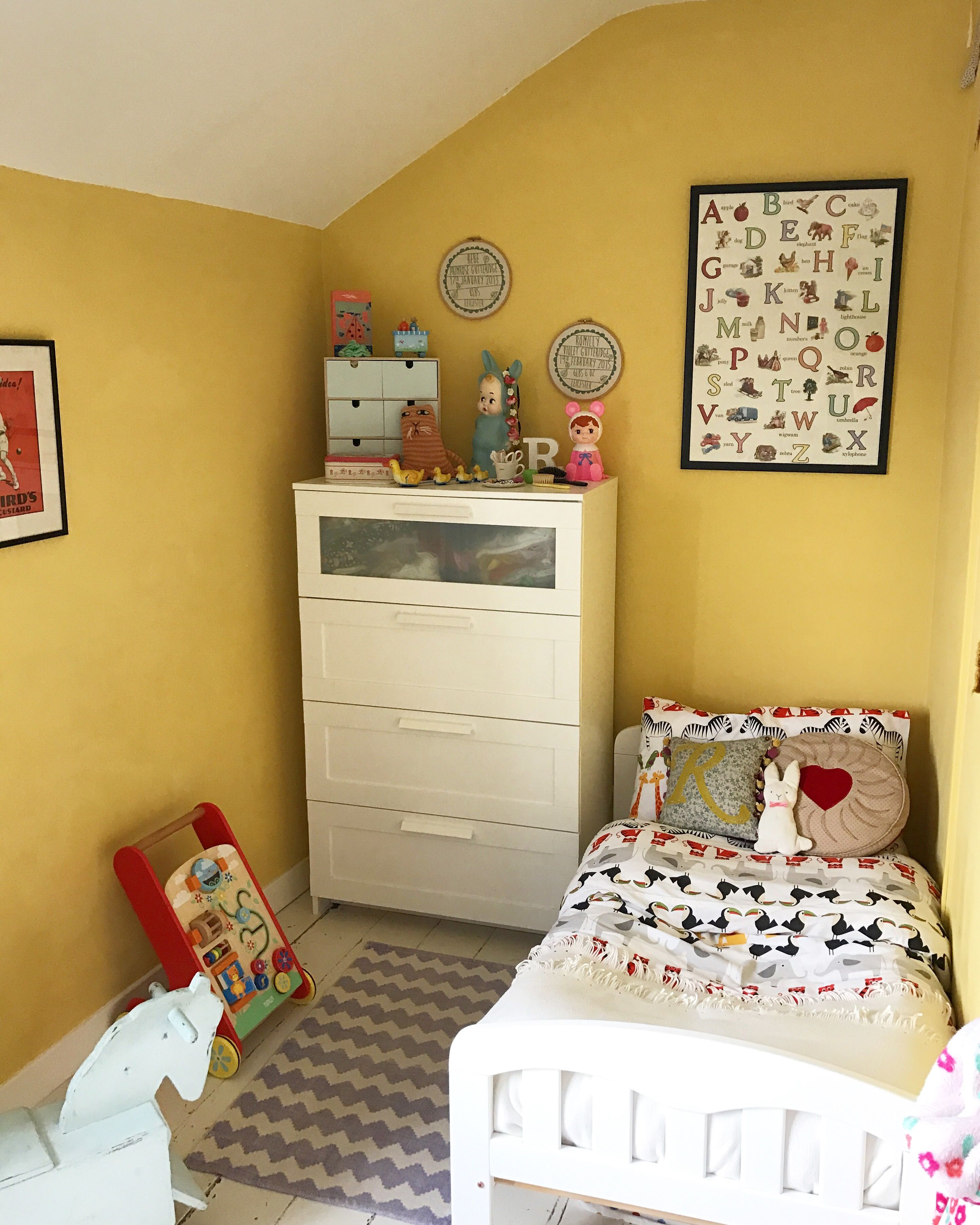 Smallspace Decor: Vintage-style Child's Bedroom In Farrow And Ball's Citron