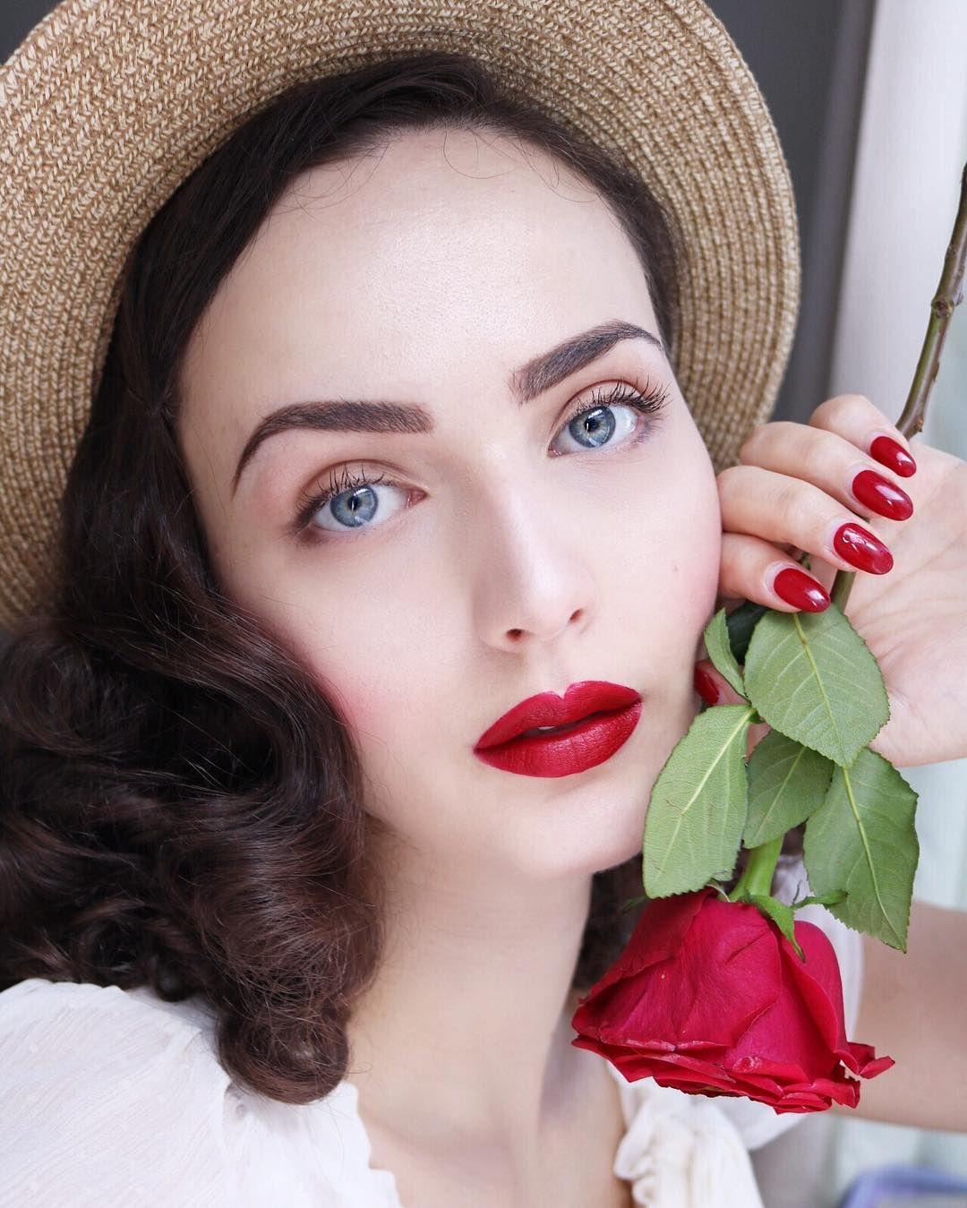 Idda van Munster Instagram: Kissed by a Rose