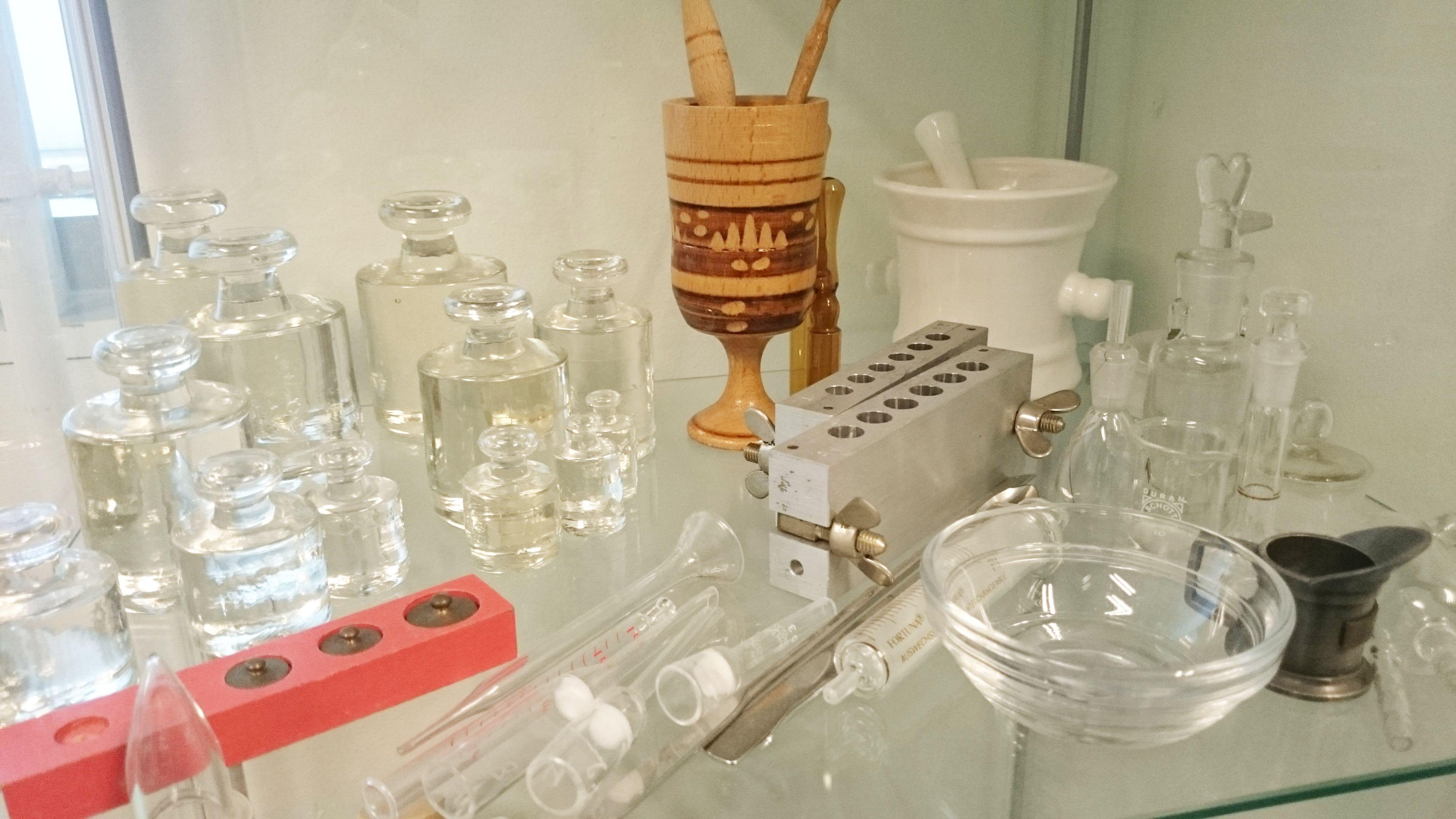 Collectie oude #apotheek voorwerpen van mw. Meerman en mw. Troost van Máxima Medisch Centrum voorheen Sint Joseph #ziekenhuis #Eindhoven #Veldhoven #vintage #Healthcare