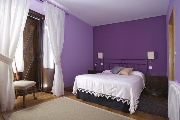 habitacion matrimonio color morado