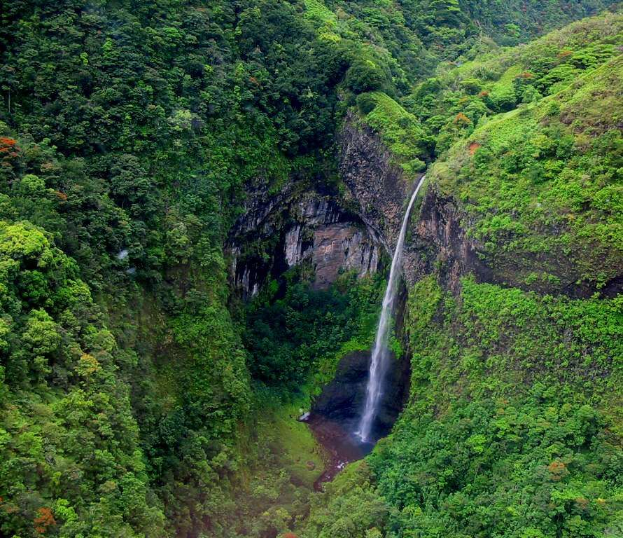 Best Places Hike World: Hike To A Waterfall In Tahiti