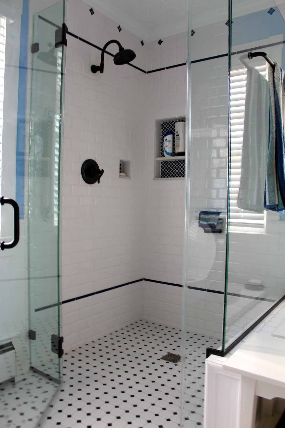Minimalist Interior Bathroom Design With Foxy Vintage Bathroom