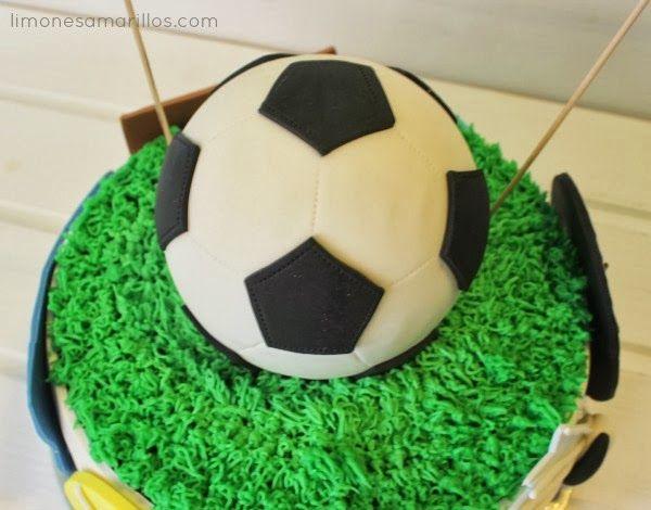 Tutorial  Cómo hacer una pelota de fútbol con fondant paso a paso ... 7553f0d8178de
