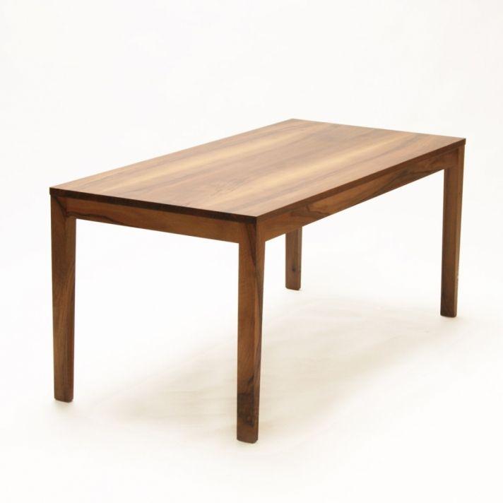 Tisch Cubo Blatt Mit Schattenfuge Vom Gestell Abgehoben Beine
