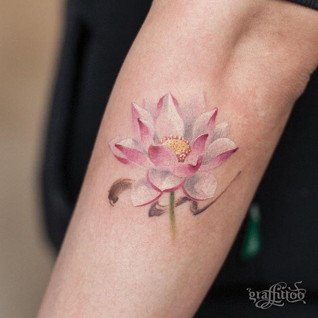 연꽃 :) - #타투 #그라피투 #타투이스트리버 #디자인 #그림 #디자인 #아트 #일러스트 #tattoo #graffittoo #tattooistRiver #design #painting #drawing #art #Korea #KoreaTattoo #연꽃타투 #lotustattoo