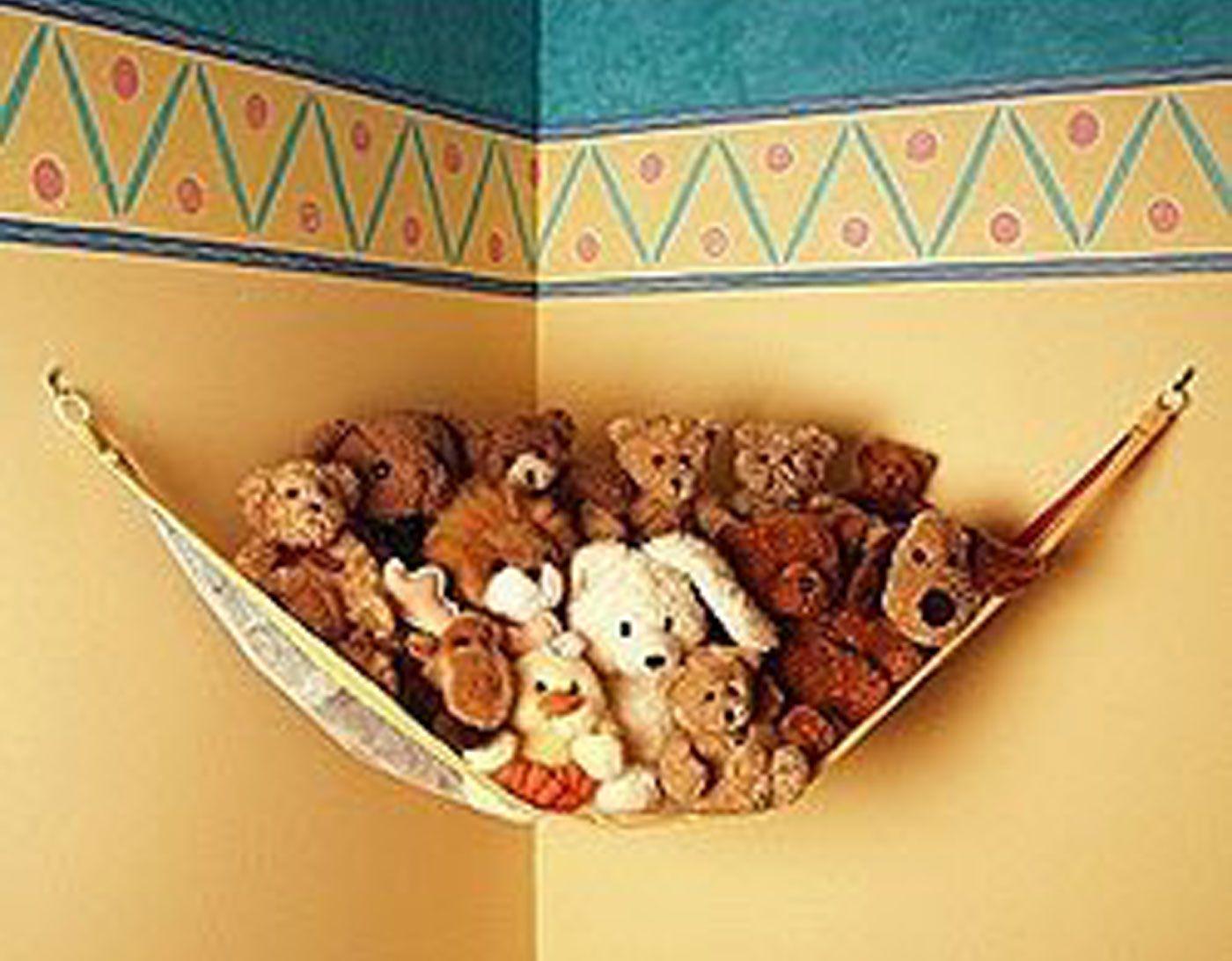 un petit filet tout mignon pour les peluches qui veilleront sur l 39 enfant la nuit comment. Black Bedroom Furniture Sets. Home Design Ideas
