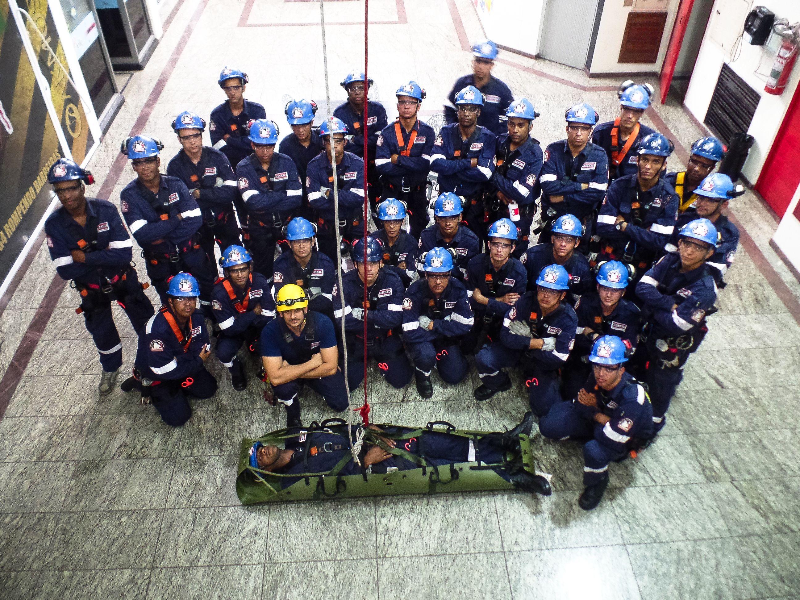 Turma Mike - Treinamento Bombeiro Civil