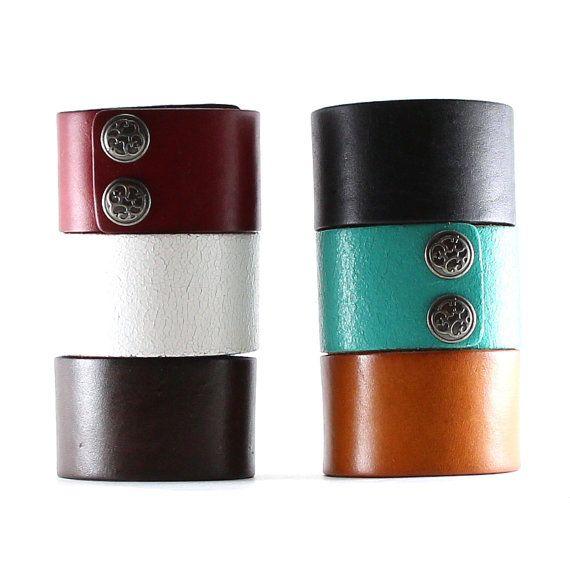 bracelet manchette en cuir bracelet de cuir large plaine de bande noir brun tan rouge bleu. Black Bedroom Furniture Sets. Home Design Ideas