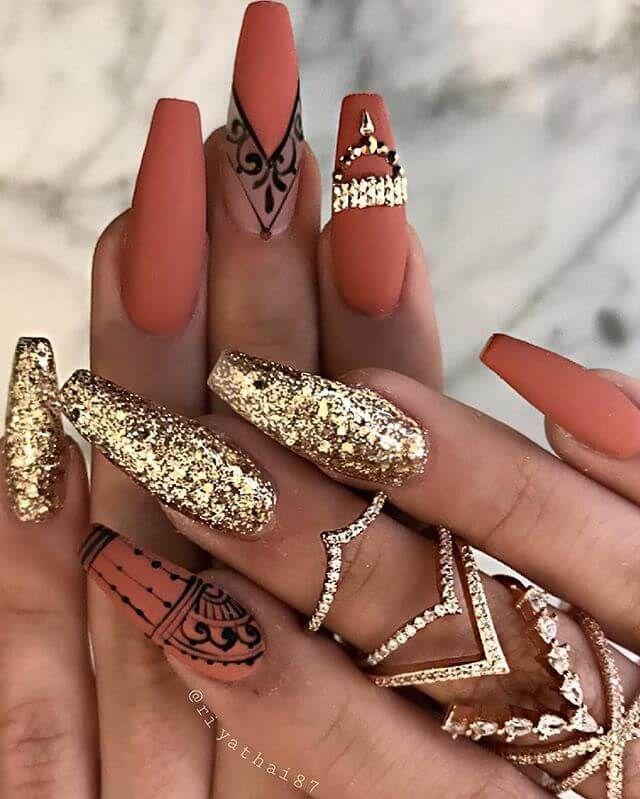 50 Top Gold Nail Design Ideen, die wir lieben - #design #die #Gold #icon #Ideen ... - #Des   #BLog #Design #Die #Gold #icon #Ideen #lieben #Nadine #nail #Top #Wir