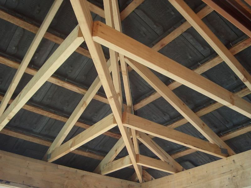 Timber truss design for clay tile 800 600 pixels for Cost of building a roof