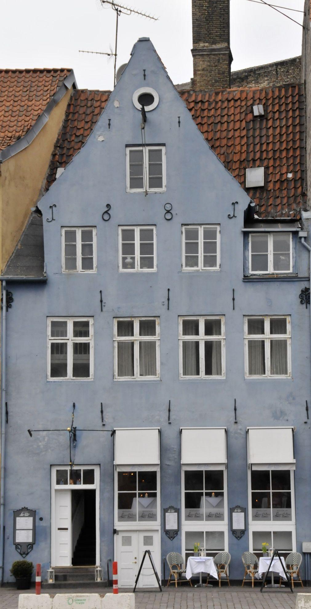 Old house at Nyhavn, the old harbor in Copenhagen.  #nyhavn #copenhagen #oldhouses