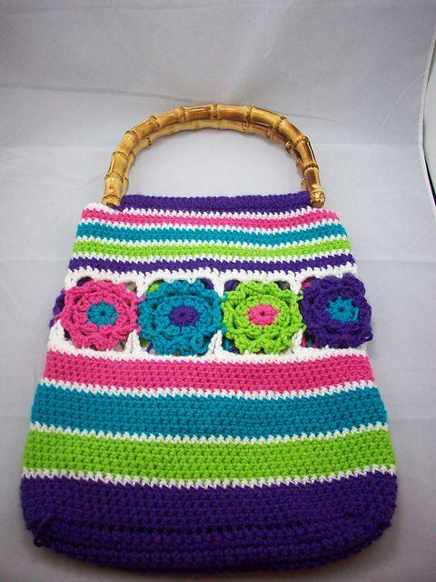Ravelry: Flower Burst Bag pattern by Yasmin Gamal