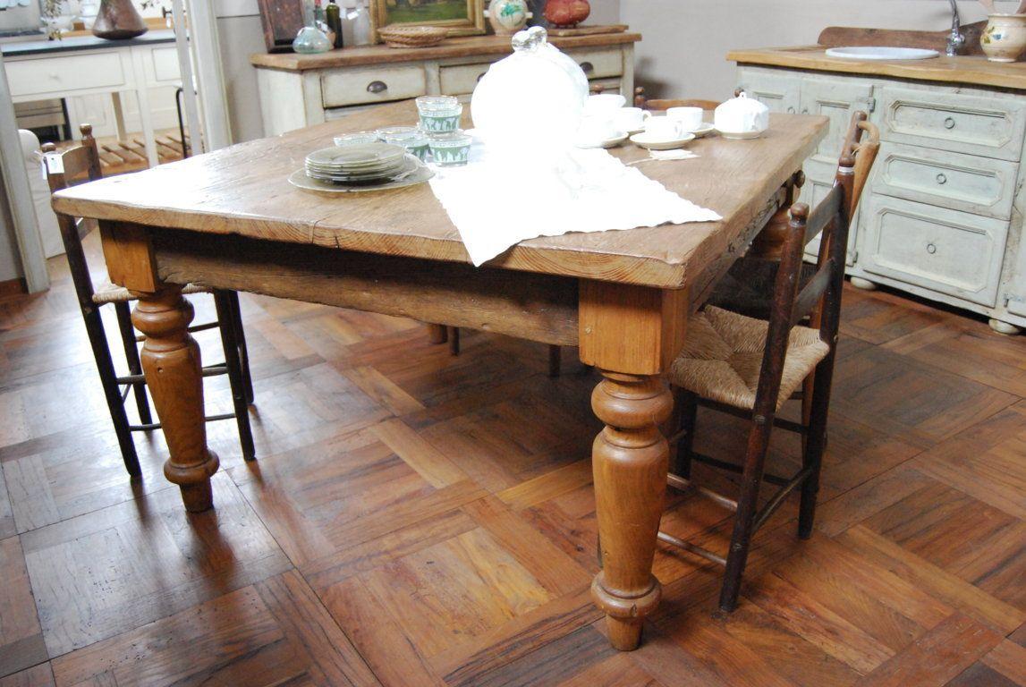 Tavolo con gambe tornite, in rovere antico, patinato a cera ...