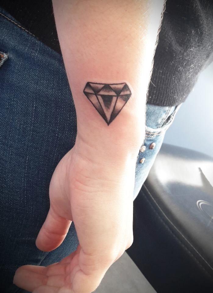 Tattoo Tatouage Diamant Poignet Noir Et Banc Tatouages Sally Noir