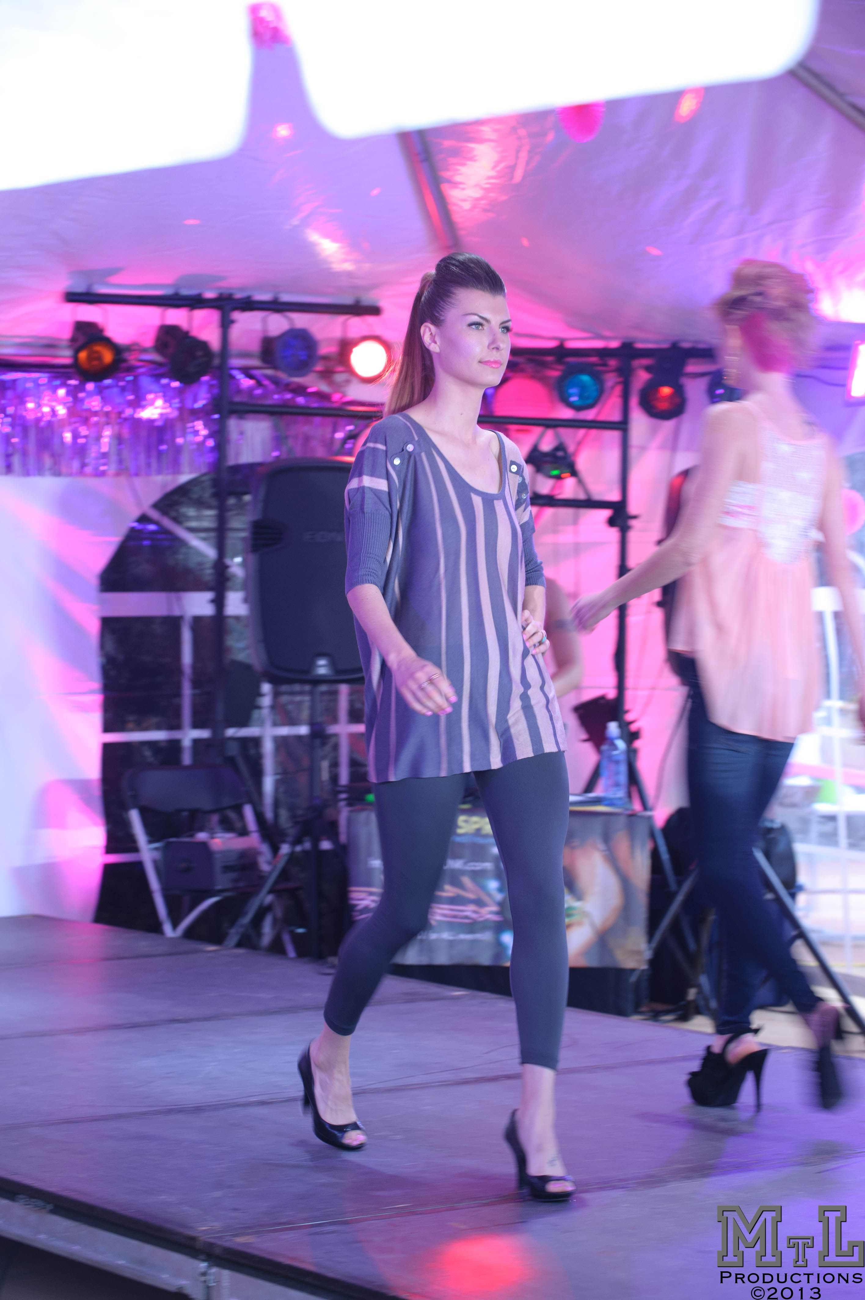 Grey top on Model taj mode Fashion Show near