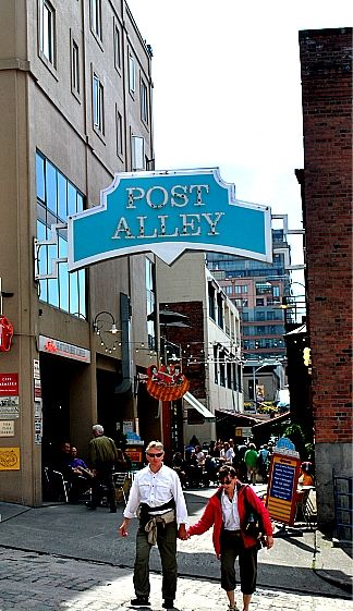 Post Alley Fun Shops And Restaurants Seattle Right Above Pike