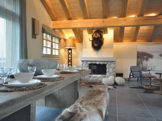 Decorazioni Per Casa Montagna : Pietra grigia per la casa in montagna legno e pietra grigia per la