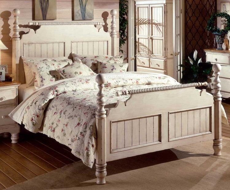 Vintage Bett in Cremeweiß mit gedrechselten Holzbeinen