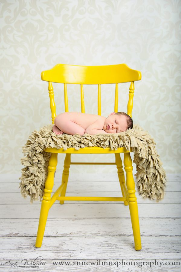 Ihana tuoli ja varsinkin tuolilla tuhisija.