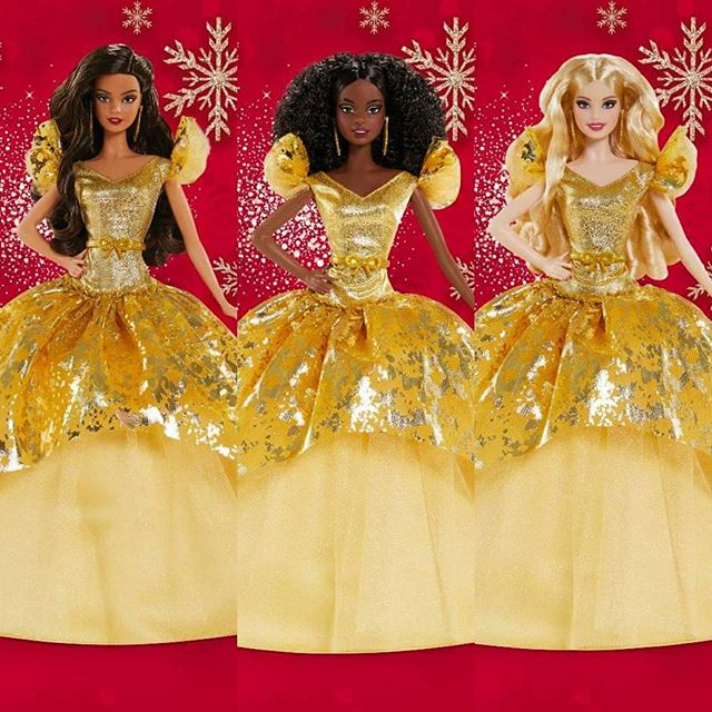 Papusile Mele On Instagram Christmas In May Here Is Our First Look At The 2020 Holiday Barbie Dolls Yey For Gold And Super Yey For Aphrodite En 2020 Poupee Beaute