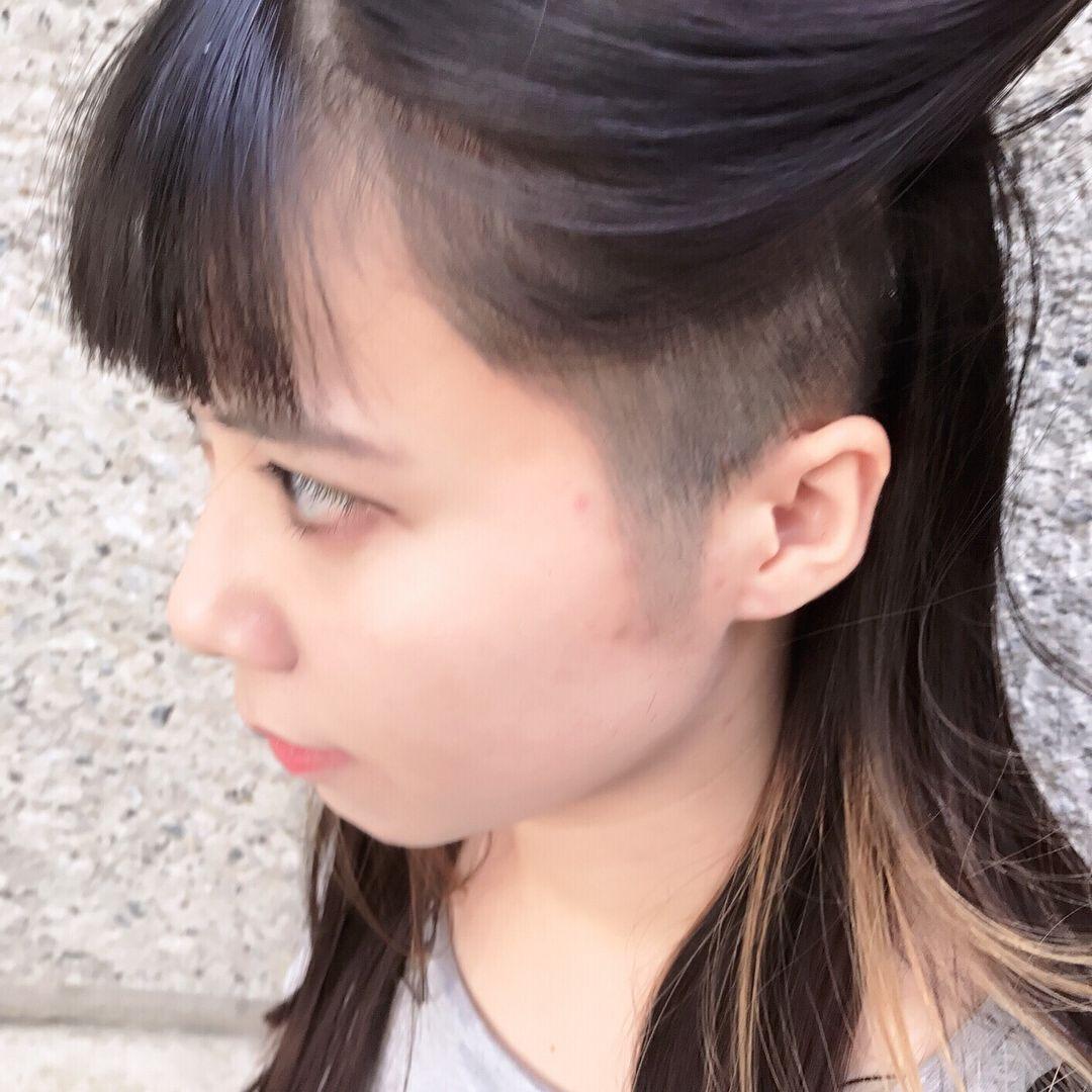 いいね 90件 コメント1件 Ainico スタイリストさん Teppei J のinstagramアカウント 刈り上げ女子スタイルです インスタを見て 香港から来てくださいました ありがとうございます アンダーは刈り上げて 2ブロックスタイルです 彼女の個性が引きたって