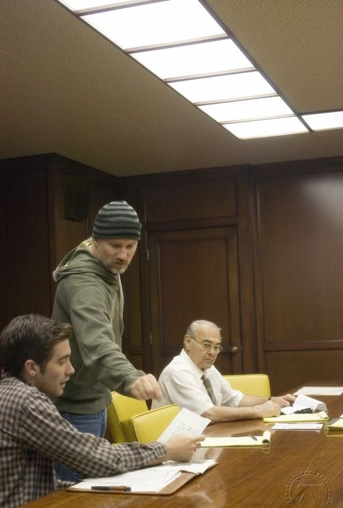David Fincher and Jake Gyllenhaal on the set of Zodiac.   I am crazy mad about this movie.