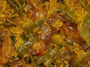 Detalle de paella de carne y verdura