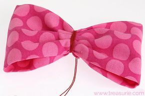 How to Make FABRIC BOWS: DIY Fabric Bows #fabricbowtutorial