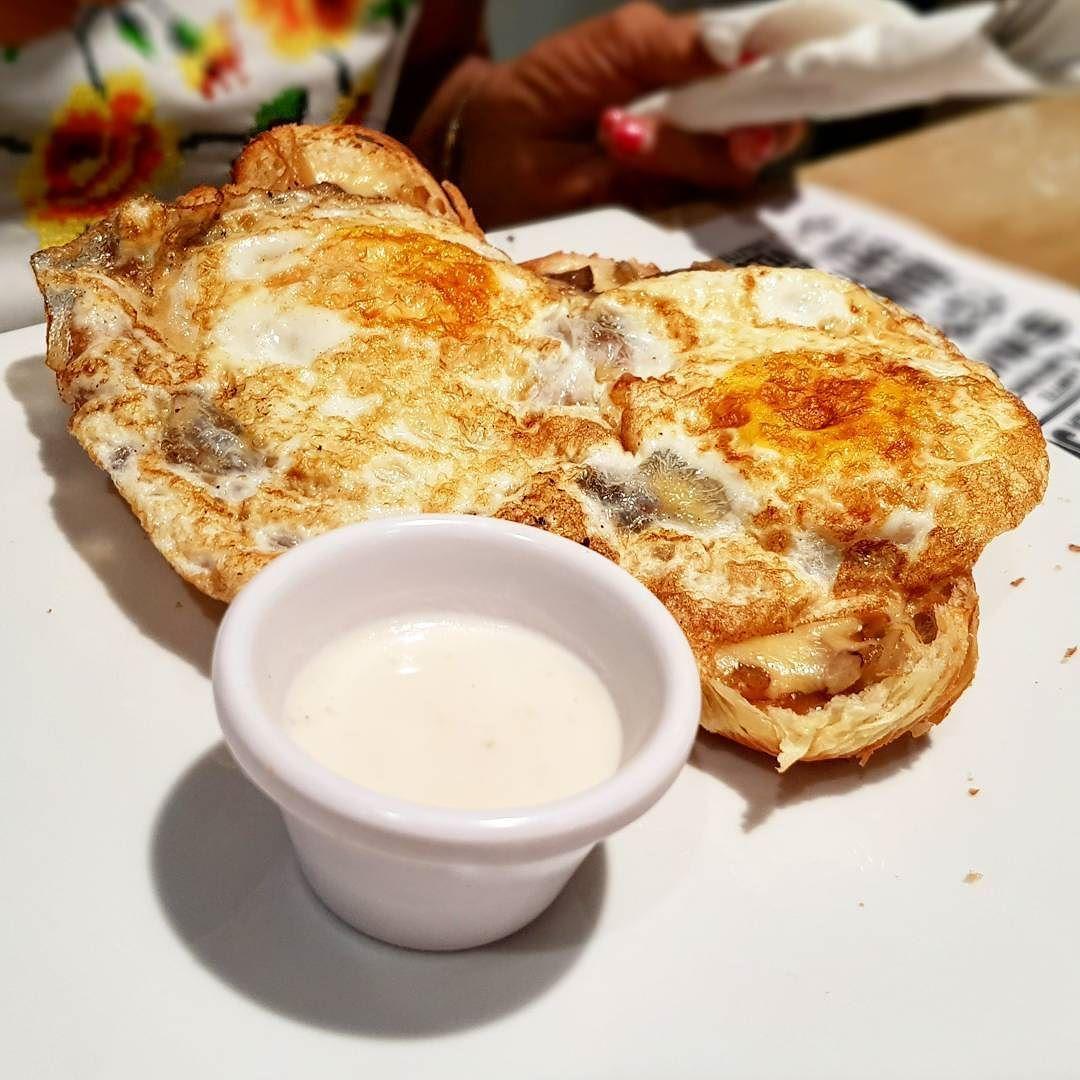 Huevo con queso mascarpone y cebolla caramelizada  #foodporn #foodlove #french #cuisine