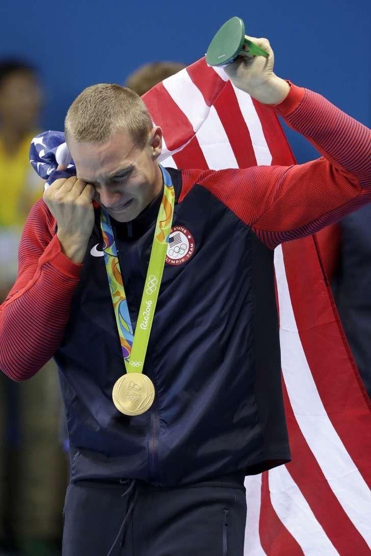 16 imágenes de atletas olímpicos llorando de felicidad que te emocionarán hasta las lágrimas