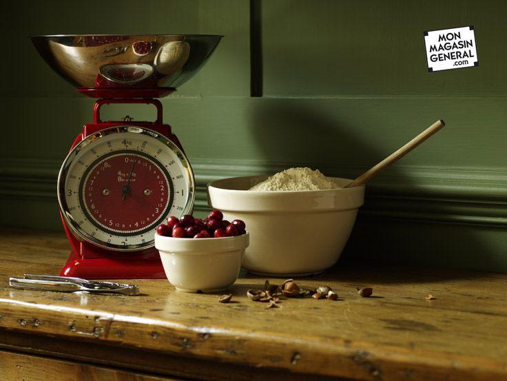 Etant donné qu'une #balance est nécessaire à la #pâtisserie, autant en choisir une jolie ! Et en en choisissant une traditionnelle, vous n'aurez pas de problème de pile. #cuisine